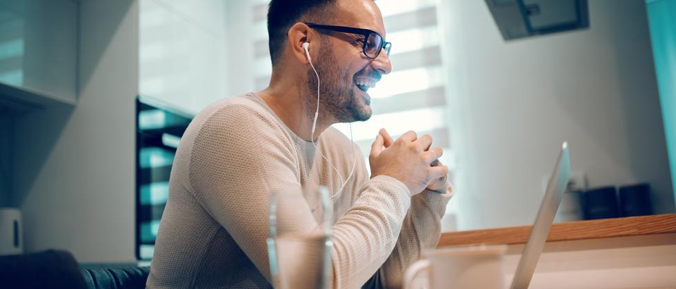Man flirts online
